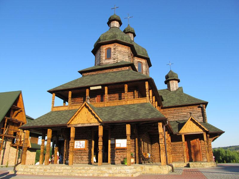 Золочів храм блаженного Миколая Чарнецького